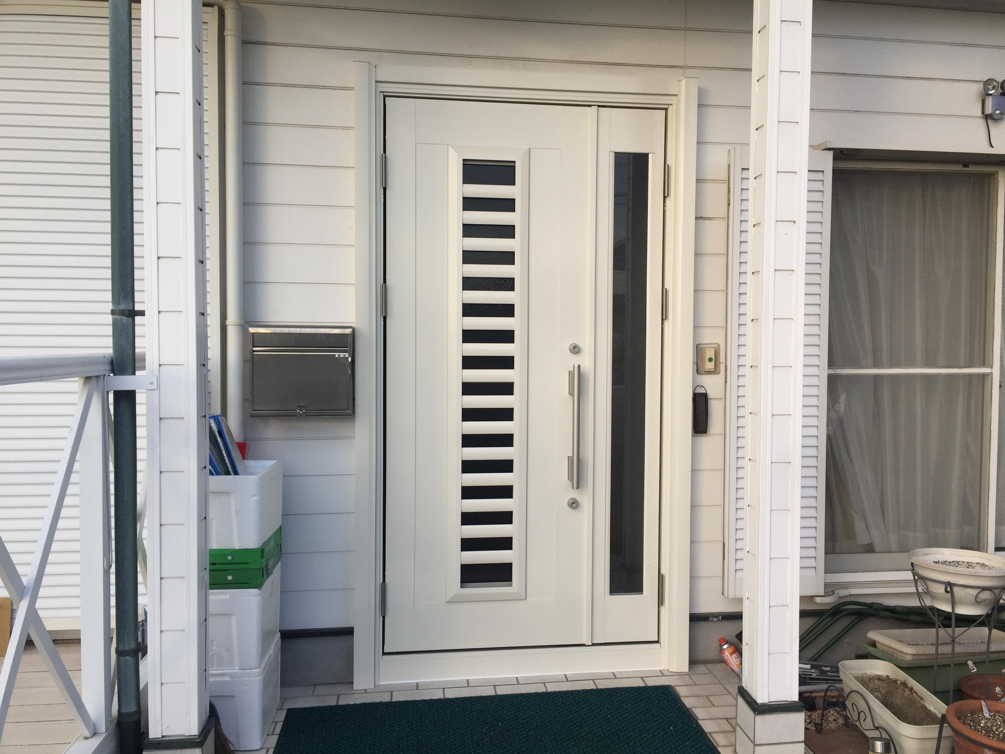 古くなってきた玄関ドアを工期1日で新品ドアにリフォーム♪