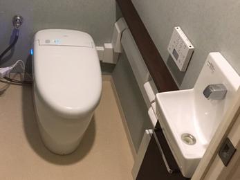 最新のトイレは以前とは違い、とても便利になりました。